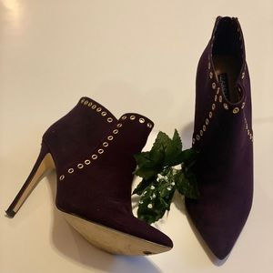 Izabella Rue Pointed Ankle boots